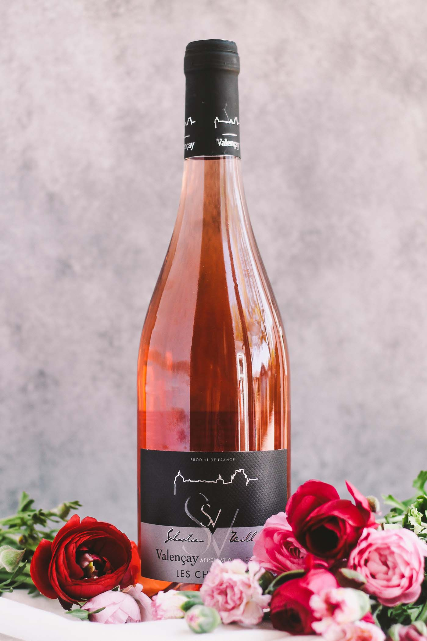 a rosé 101 guide with everything you need to know when it comes to picking the perfect bottle of rosé | rosé wine, rosé all day, rosé pairing, girls night, girls night drinks, summer drinks, wine guide, rosé guide for beginners, rosé basics |