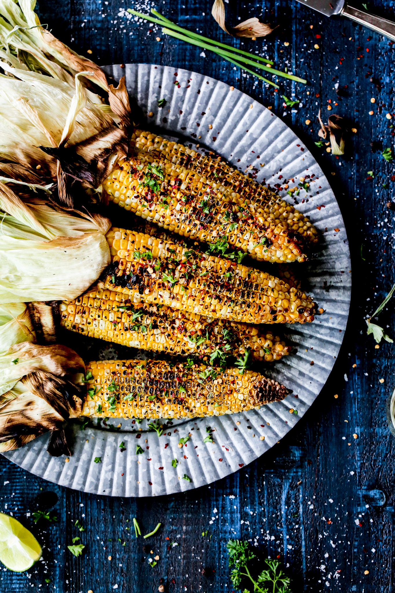 sesame grilled corn + 50 recipes for perfect for summer parties! | summer food, summer parties, summer recipes, summer appetizers, summer desserts, summer drinks, easy entertaining, entertaining tips |