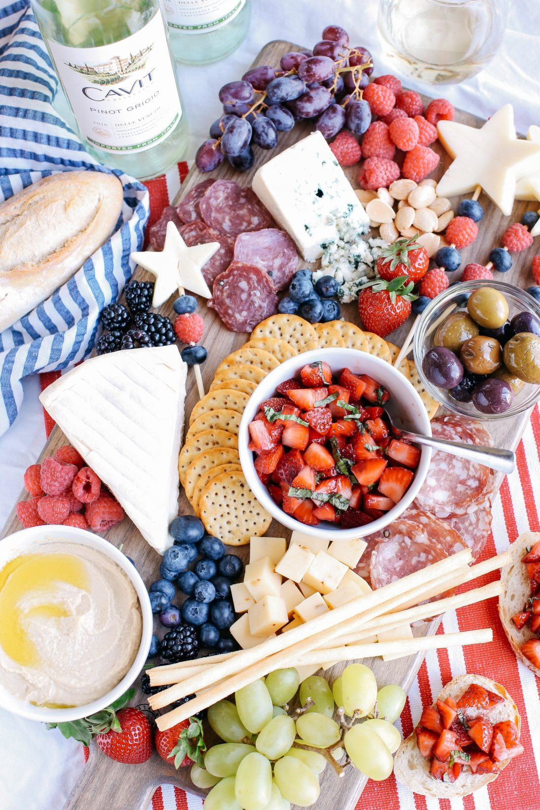 ultimate patriotic cheeseboard + 50 recipes for perfect for summer parties! | summer food, summer parties, summer recipes, summer appetizers, summer desserts, summer drinks, easy entertaining, entertaining tips |