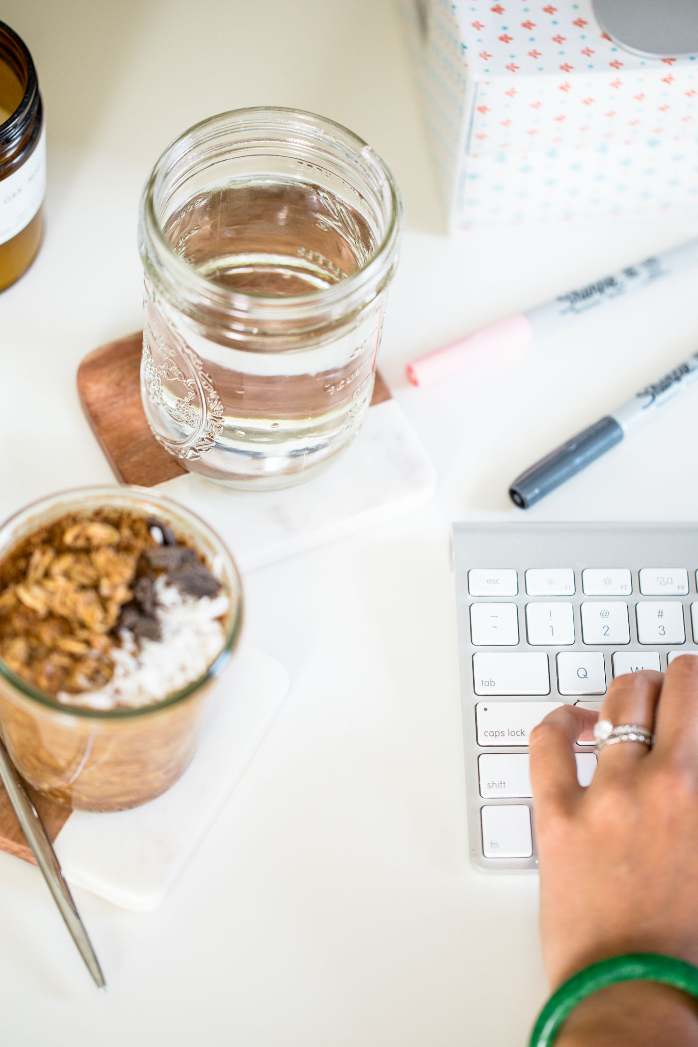 5 tips for a healthy & productive morning while working from home, plus a bonus chocolate coconut cold brew overnight oats recipe! #playswellwithbutter #creativepreneur #workfromhome #morningroutine #healthymorning #healthybreakfast #easybreakfastrecipe