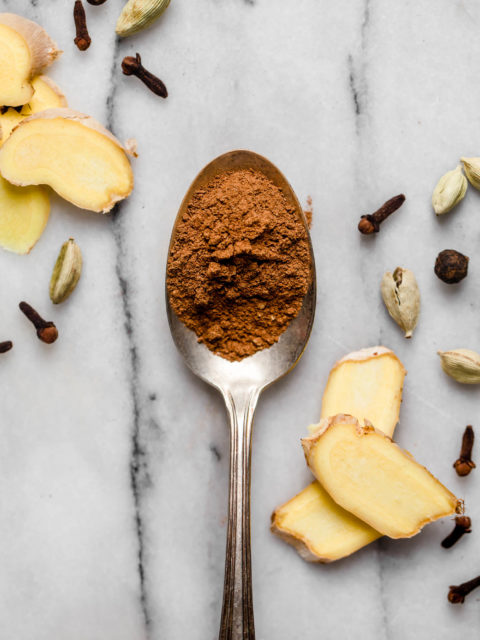 a simple & easy 6-ingredient recipe for homemade chai spice mix with cinnamon, ginger, cardamom, cloves, nutmeg, & allspice. make a batch to keep on your spice rack for all of your chai spiced fall & holiday baking this year! #playswellwithbutter #chai #chaispice #chaispicemixrecipe #spiceblend #holidaybaking