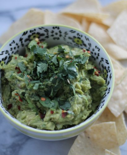a method for the *perfect* guacamole (every single time!) via playswellwithbutter.com