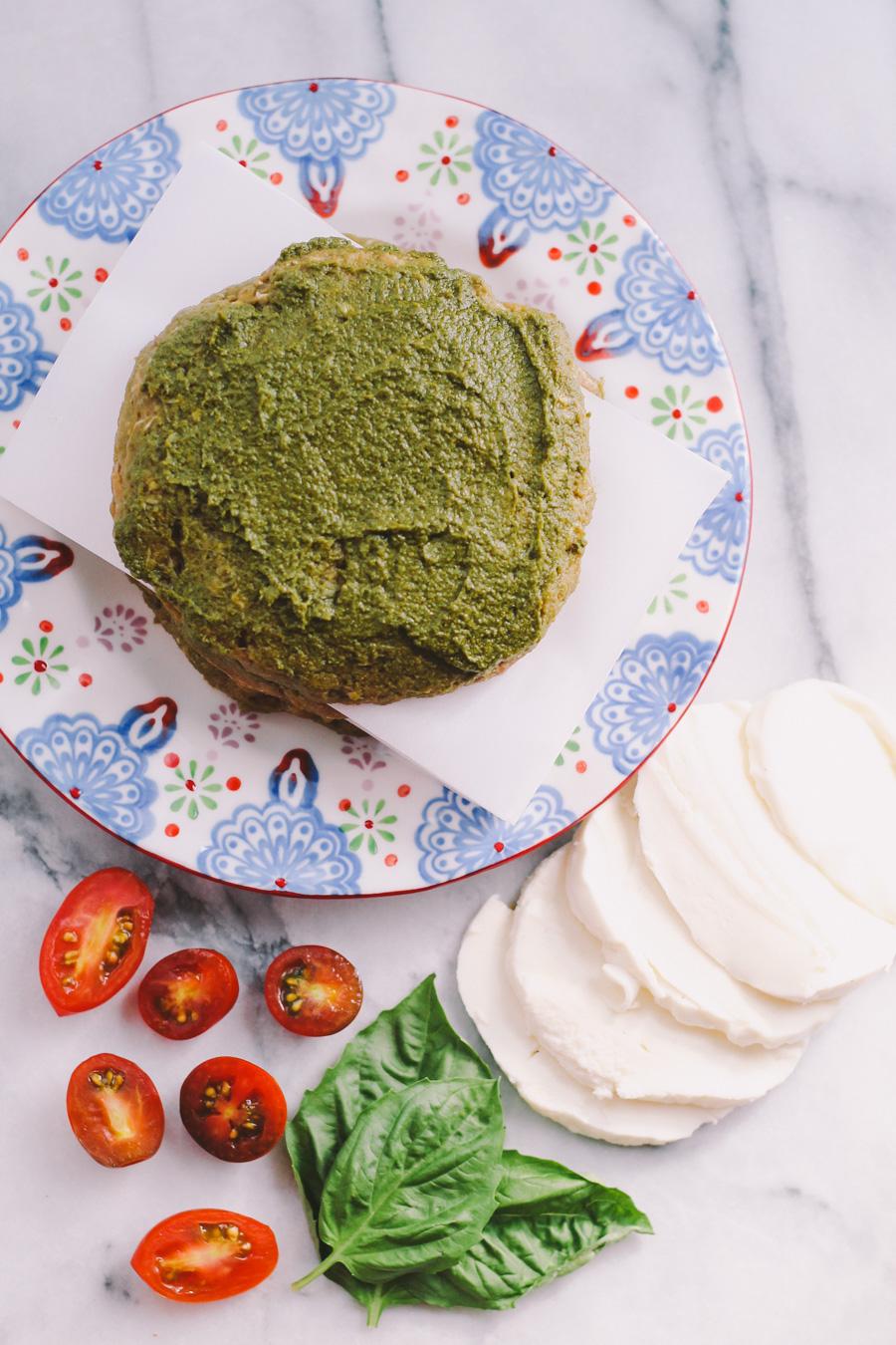 caprese turkey burgers with pesto, fresh mozzarella & heirloom tomato via playswellwithbutter