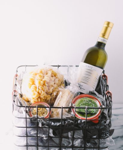 treat the italophile in your life with a homemade italian gift basket this holiday season. a beautiful basket with italian wine, good cheese & pasta, & homemade kale pesto makes perfect secret santa gift, hostess gift, or christmas gift for any italian-lover in your life! | a plays well with butter holiday gift basket series