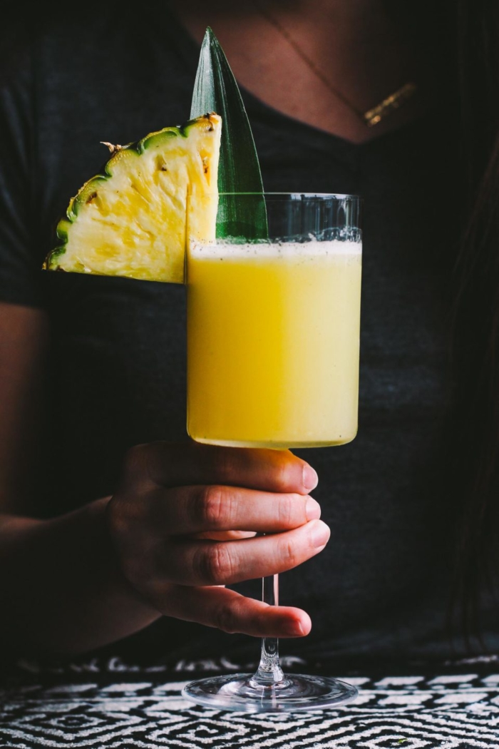 smoky pineapple mezcal margaritas with vanilla bean are the perfect fun cocktail to celebrate cinco de mayo! the smoke & bite of good mezcal is balanced with the natural sweetness of pineapple juice & vanilla bean. | cinco de mayo party, margarita recipe, mezcal, easy cocktail recipe, cocktail, summer drink, party drink |