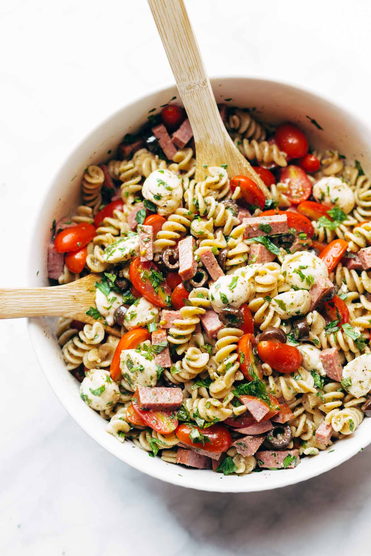 best easy italian pasta salad + 50 recipes for perfect for summer parties! | summer food, summer parties, summer recipes, summer appetizers, summer desserts, summer drinks, easy entertaining, entertaining tips |