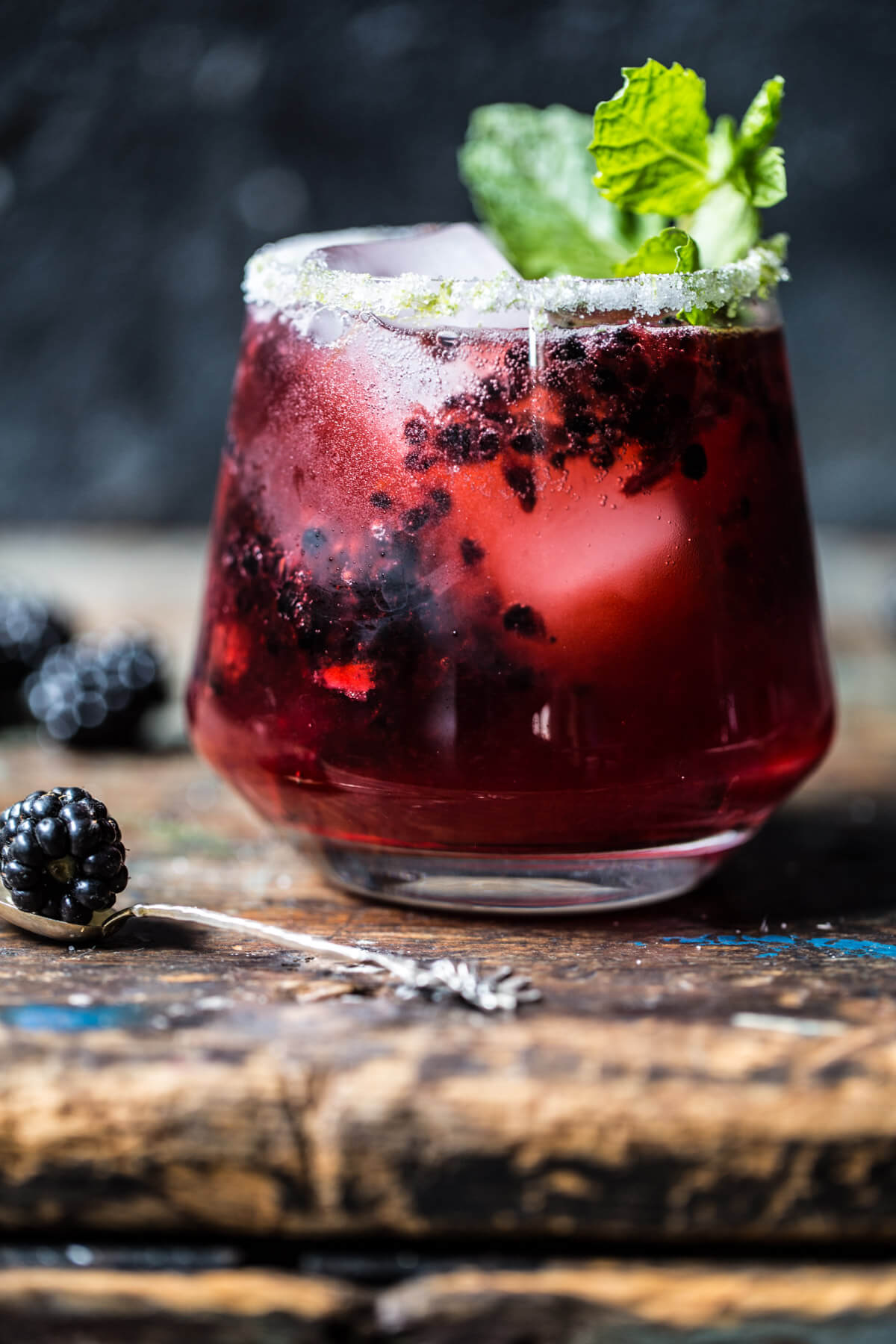 blackberry bourbon smash + 50 recipes for perfect for summer parties! | summer food, summer parties, summer recipes, summer appetizers, summer desserts, summer drinks, easy entertaining, entertaining tips |