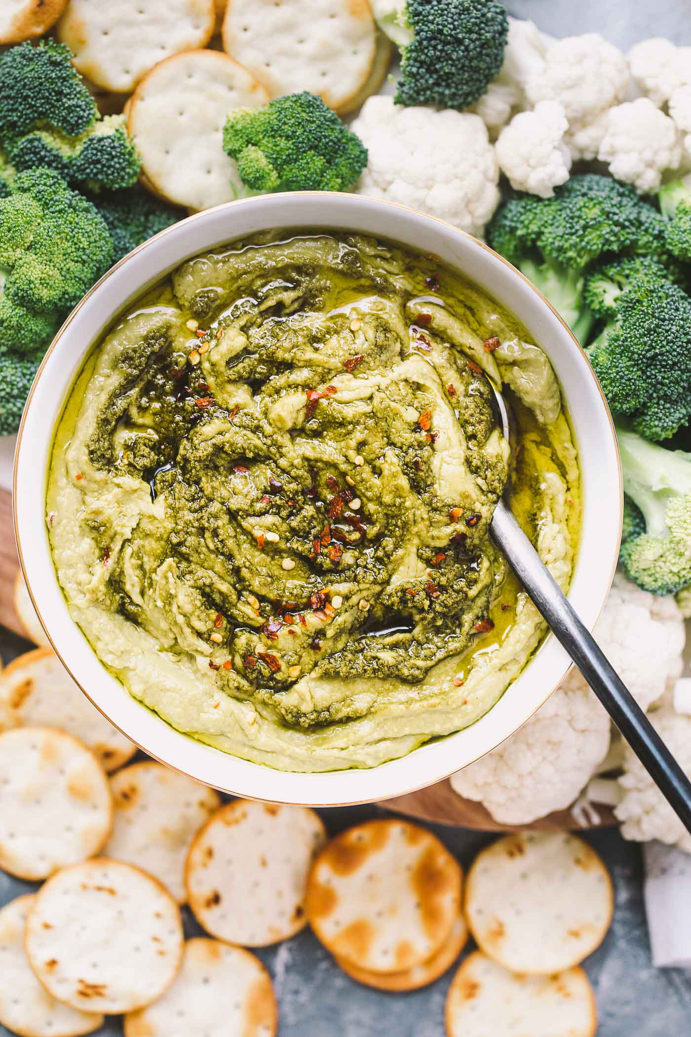 a creamy, dreamy, totally addictive white bean pesto hummus loaded with the bright flavors of pesto & lemon. perfect for healthy end-of-summer snacking!