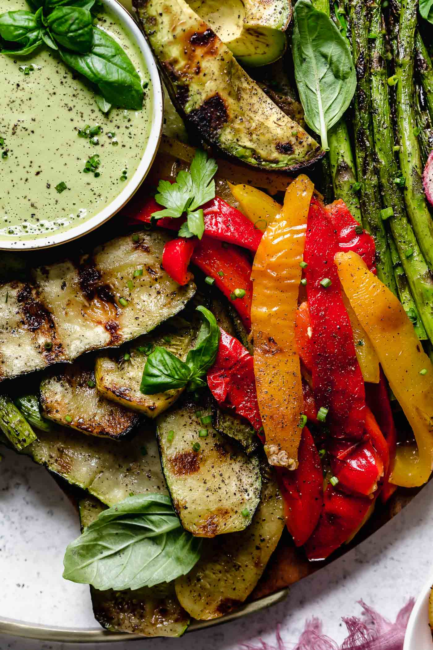 easy vegan grilled vegetable platter recipe (with cashew goddess sauce!) | 10 minutes to prep this easy vegan grilled vegetable platter recipe (with cashew goddess sauce!). the best vegan grilled recipe that EVERYONE will love! #playswellwithbutter #grilledvegetableplatter #grilledveggies #grilledvegetables #easygrilledvegetables #easyvegetarianrecipe #easyveganrecipe #dairyfree #plantbasedrecipes