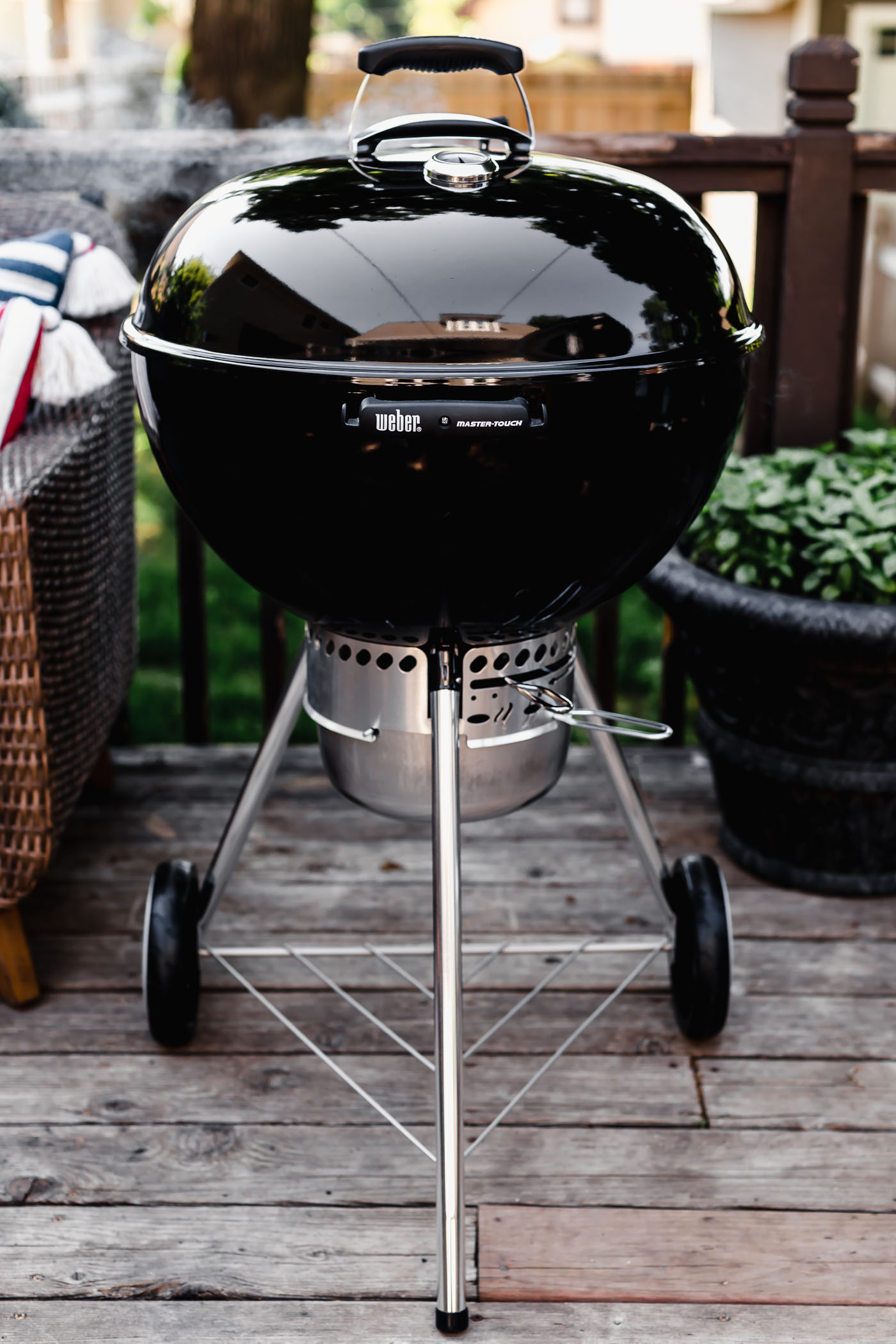 the 22-inch original weber grill preheating to make the perfect grilled steak!